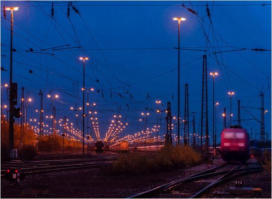 Bahnhof im Licht