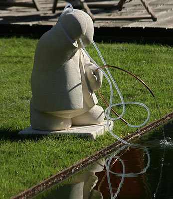 Fontaine en pierre du Gard pour orner un bassin