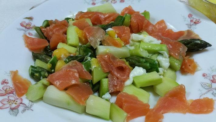 roulés d'asperge mimosa au saumon fumé