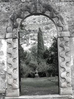Входные ворота в древний город Нинфа