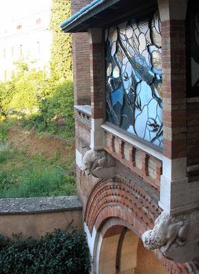 Витраж в окне из другого окна :)