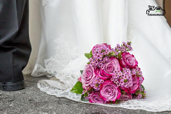 Berg-Fotomomente, Hochzeit, Wedding, Brautpaarshooting, Blumen