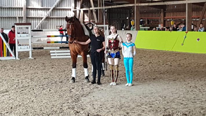 Junioren Ellen und Michelle Husser, mit Steffi Kohl und Nabucco