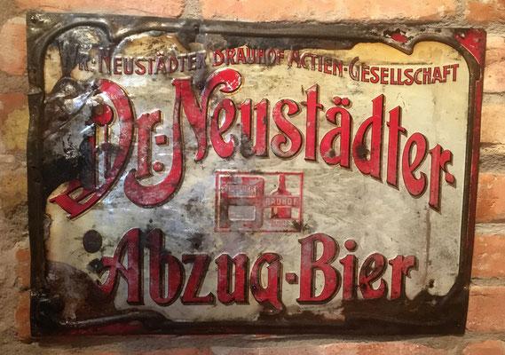 113 Wr.Neustädter Brauerei, Blech, Abm.  36,5 cm x 52 cm, Impressum: Metallplatten-Industrie AG. ,Vertreter J. Raupetz Wien Matrosengasse 8, ca. 1900