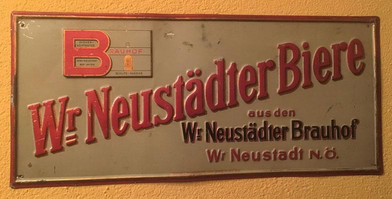Wiener Neustädter Brauerei, Blech, Abm. 17 cm x 37,5 cm, Impressum: Papier u. Blechdruck Industrie Wien XIX, ca. 1920