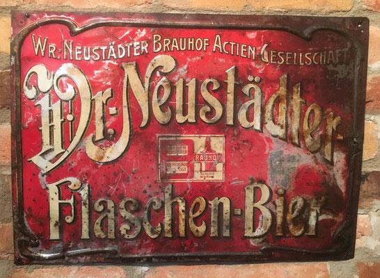 112 Wr.Neustädter Brauerei, Blech, Abm. 36,5 cm x 52 cm, Impressum: Metallplatten-Industrie AG. ,Vertreter J. Raupetz Wien Matrosengasse 8, ca. 1900