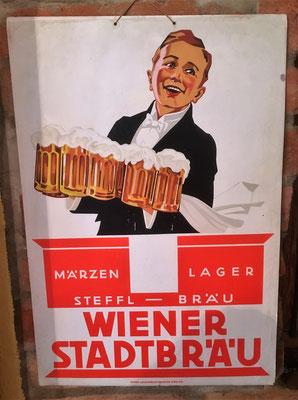 110 Wiener Stadtbräu, Pappe, Abm. 47,5 cm x 32 cm, Papier u. Blechdruck Industrie Wien XIX, ca. 1930