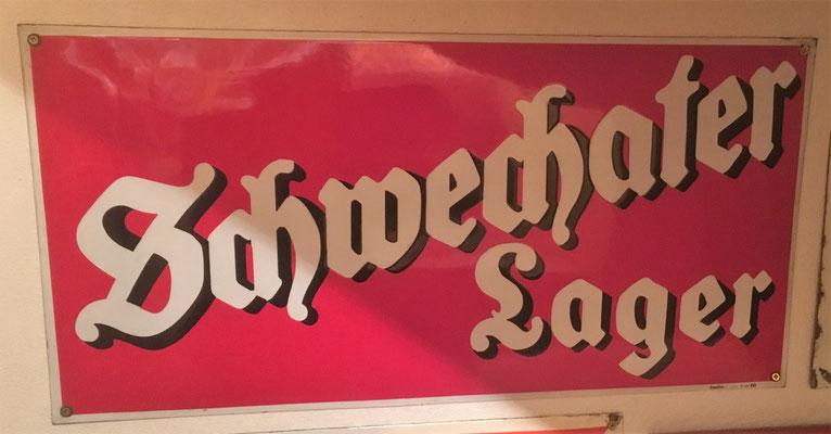 074 Brauerei Schwechat, Email, Abm. 25 cm x 50 cm, Impressum: Emailwerk Steg Wien XVI, ca. 1930