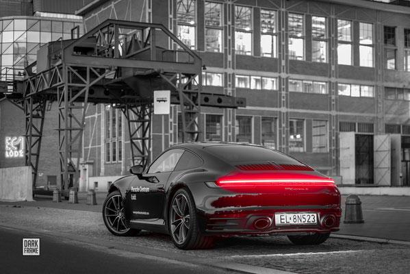 Porsche Łódź Dark Frame
