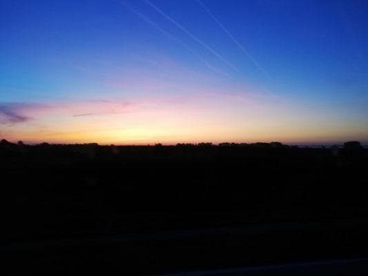 We vertrekken 's nachts en rijden naar de ochtend toe.,.