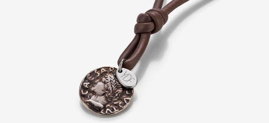 Ledercollier mit Caesar Münze