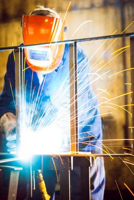 Schweißen Schweißer mag  Bauteil Bauteile Schlosser Fertigung Lohnfertigung schleifen Schlosserei Metallbau Stahlbau Anlagenbau