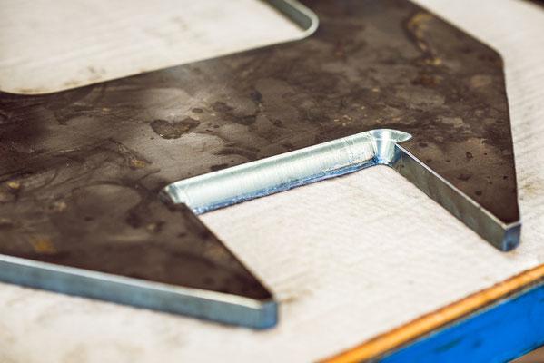 Löcher ausbrennen cnc zuschnitt Lohnfertigung Metallbau Stahlbau Anlagenbau plasmaschnitt Fertigung körnen markieren scannen fase schneiden Bauteil Bauteile