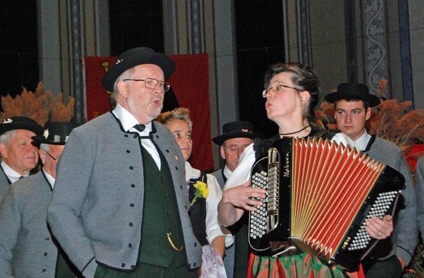 Ehrendirigent Willy Walter und Vizedirigentin Silvia Bürgi