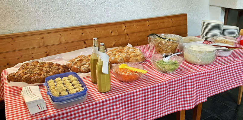 Salatbuffet mit Broten aus der Hausbäckerei Sandra Bühler