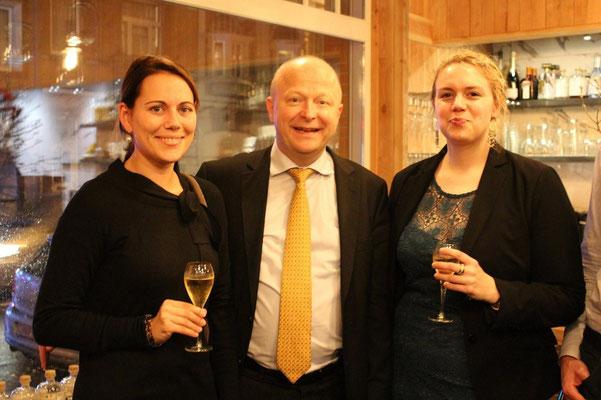 MdEP Michael Theurer (Mitte) mit Dr. Ellen Madeker (links) und Susan Schneider (rechts)