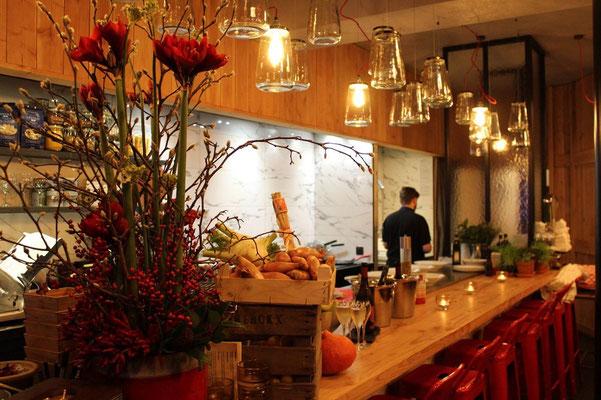 Festlicher Tresen im Restaurant Jules & Charles