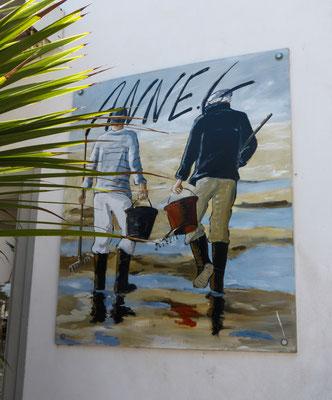 Île de Ré, die Bilder hängen außen