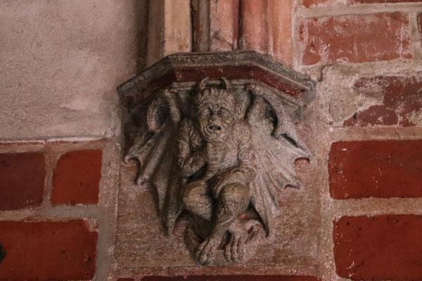 Marienberg, der kleine Teufel zeigt den Weg