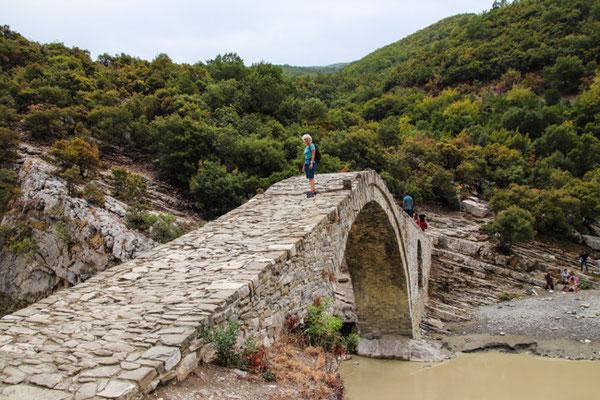 osmanische Brücke bei den warmen Quellen