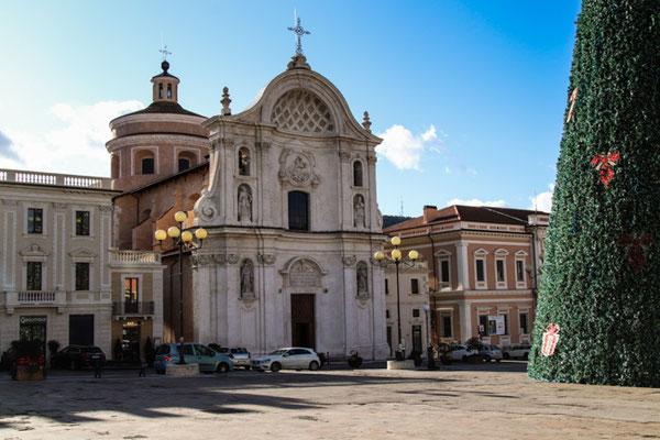 L'Aquila, Domplatz