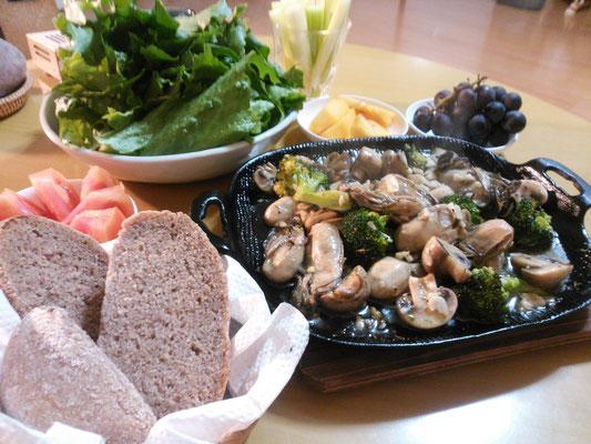 柿の皮酵母のパン&牡蠣のアヒージョ