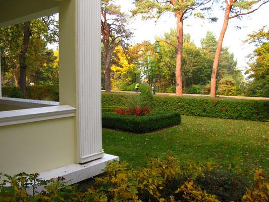 Der Garten (Blick von Frühstücksveranda)