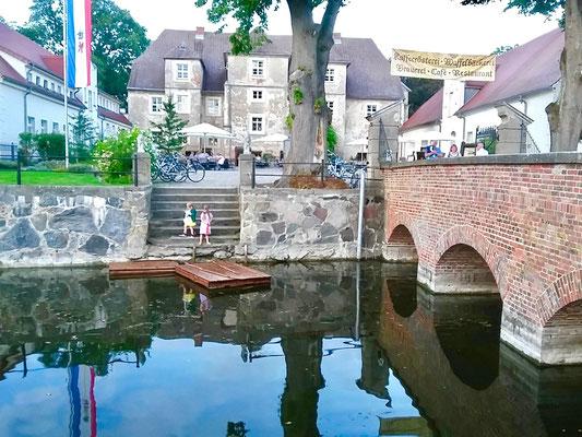 Floßfahrt am Schloss Mellenthin