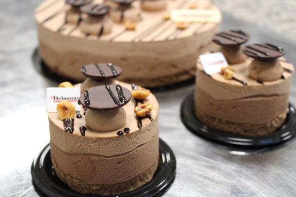 Africain : biscuit chocolat, mousse chocolat lait et noire et noisettes.  (8 parts max)