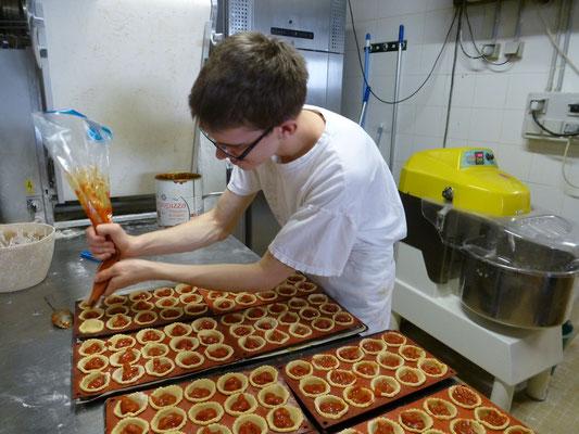 Sébastien prépare les minis quiches