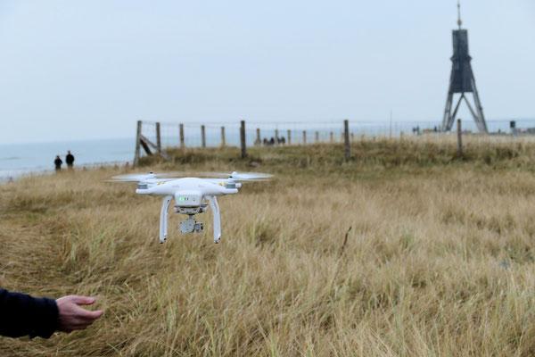 Drohne über der Kugelbake in Cuxhaven