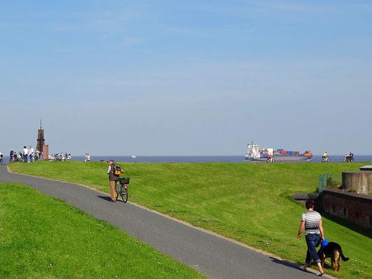Radwege entlang der Kugelbake in Cuxhaven Döse