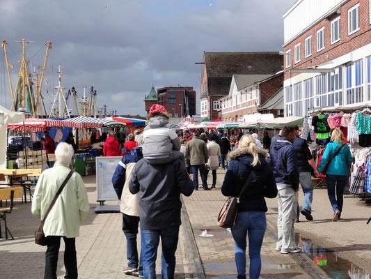 Stände am Fischmarkt Cuxhaven