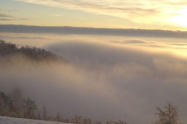 La nebbia invernale che ammanta i colli