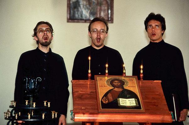 Novizen beim Gesang in einer Kirche auf den Valaam-Inseln.