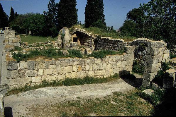 Auf dem Berg Tabor findet man noch antike Befestigungsanlagen  und Ruinen von Ansiedlungen aus der Antike, die bis in die Zeit um 7000 v. Chr. zurückreichen.