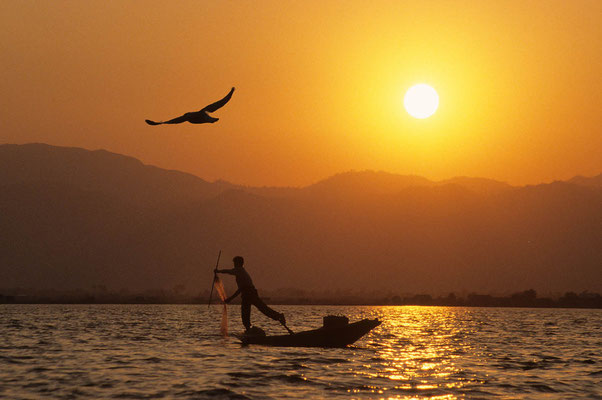 Sonnenuntergang auf dem Inle-See.