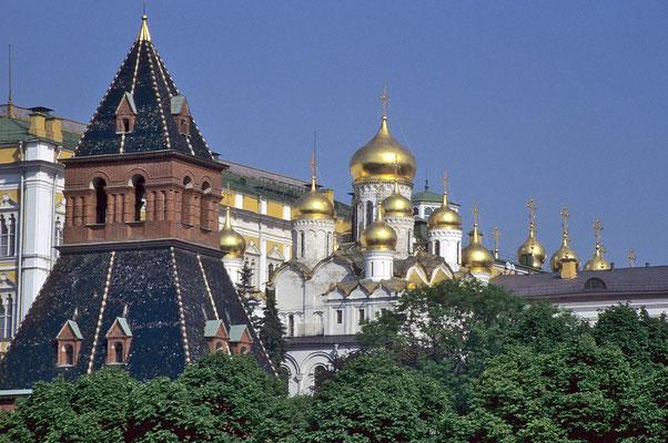Zahlreiche Kirchen und Kathedralen  befinden sich innerhalb der Kremlmauern.