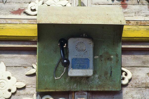 Seit Lenin gibt es in Russland fast überall Strom -- und heute mancherorts auch Telefon.