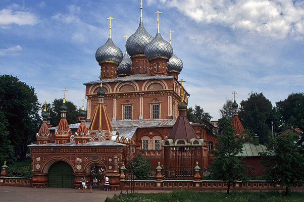 """Die """"Auferstehungskirche im Wald"""" ließ der russische Kaufmann Issakow im Jahre 1652 erbauen."""