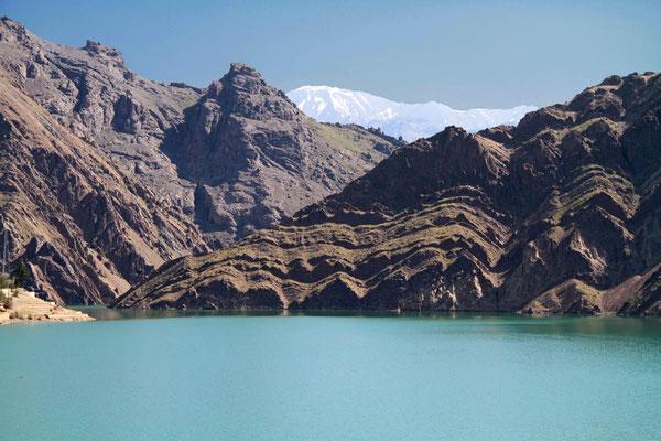 Stausee auf der Bergstrecke durch das Elbrus - Gebirge von Teheran nach Ramsar am Kaspischen Meer.