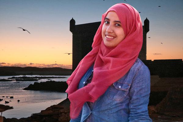 Hübsche Marokkanerin am Hafen von Essaouira.