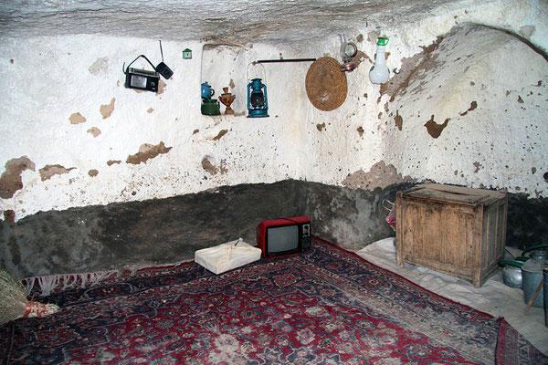 Blick in eine der bescheidenen Wohnungen im Felsendorf Kandovan.