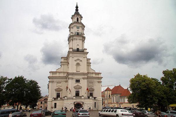 Dies ist keine Kirche, sondern das Rathaus von Kaunas/Litauen.