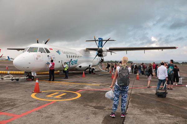 Mein Start vom Flugplatz bei Denpasar auf Bali zu der abenteuerlichen Tour auf die Inseln zu den Waranen