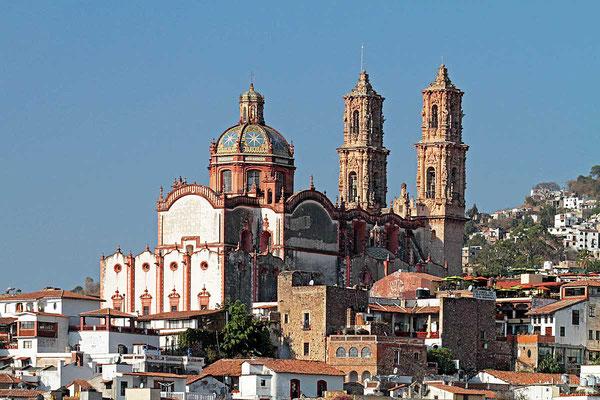 Blick auf die Kathedrale von Taxco, Mexiko.