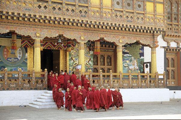 Novizen im Kloster Punakha.