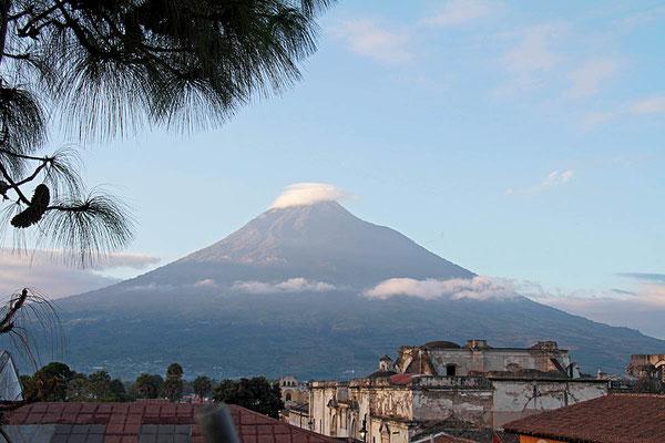 Der Vulkan Pacaya bei Antigua/Guatemala ist der einzige aktive Vulkan der Welt den man einfach so besteigen darf.