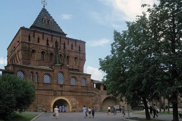 Der Kreml von Nischnin Novgorod ist ein gewaltiges Bauwerk.