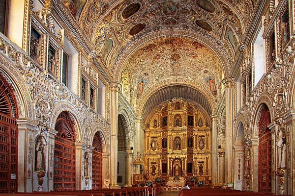 Die überwältigend dekorierte Kirche Santo Domingo aus dem 17. Jahrhundert in Oaxaca.